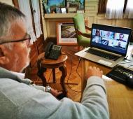 Gatica en reunión virtual con los otros mandatarios