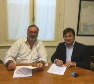 Kubar y De la Torre firmaron el convenio.