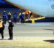 La llegada de los cuerpos a la base aérea de El Palomar.