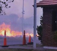 El incendio tuvo lugar en el acceso a Monte Hermoso. Foto: LaBrújula24