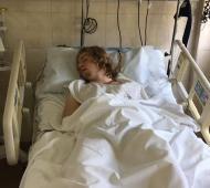 El joven de 18 años permanece en terapia intensiva.