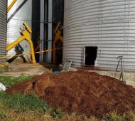 Dos personas murieron aplastados por cereal en un silo de General Arenales (Foto: Junín digital)