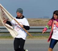 Osvaldo y Victoria corrieron y se emocionaron al pedir reencontrarse con el menor. Foto: LaCapital