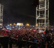 El público en la Plaza Añoranzas, durante el recital de La Renga, en una foto tomada por el productor José Palazzo.