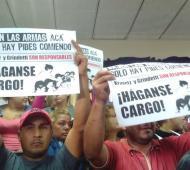 """Los carteles con la leyenda """"Háganse cargo"""""""