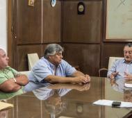 Las Flores: Tras renunciar al sueldo, el intendente anunció aumentos escalonados y pago de un bono sin fecha