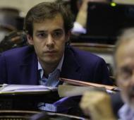 López renunció a futuros aumentos de sueldo.