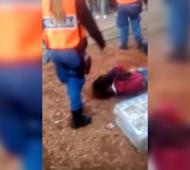 Hubo cinco detenidos, tres de ellos menores. Los incidentes continuaron con familiares en la comisaría.