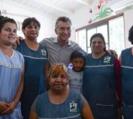 El Presidente visitó un comedor infantil. Foto: Telam