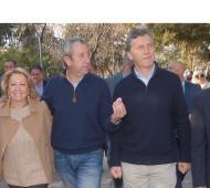 Caminando por la plaza de Las Heras. Foto: mendozapost.com