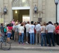 Los vecinos reclamaron en la Municipalidad. Foto: Navarro Noticias