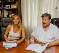 Mario Ishii y Malena Galmarini firmaron convenio para obras de agua potable y cloacas para José C. Paz