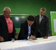 Tizado y el intendente Curutchet firman acuerdo para la creación de un Parque Industrial en Marcos Paz
