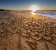 Impresionante dibujo sobre la arena.
