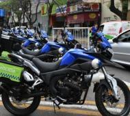 Menéndez entregó 50 motos a la Policía Local.