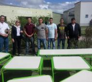 Internos de la cárcel de Magdalena reparan mesas para los chicos