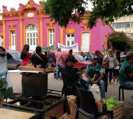 Los municipales se manifestaron frente al municipio.