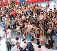 Entrega de la Tarjeta Alimentaria en el polideportivo Gorki Grana de Morón