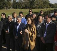 Vidal con intendentes durante la presentación del plan de obras hídricas.