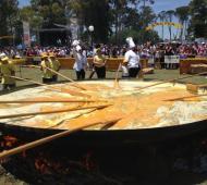 Pigüé celebra la 20º Fiesta de la Omelette Gigante
