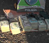El dinero secuestrado por la Policía de San Nicolás. Foto: LaNoticia1.com