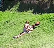 """Insólito """"hot"""": En Mar del Plata frenan a pareja que mantenía relaciones en un parque"""