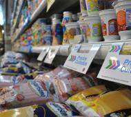El Ministerio de Producción y Trabajo anunció la renovación de Precios Cuidados con más de 550 productos. Se incorporan 127 alimentos y bebidas de la canasta básica al programa, con vigencia hasta el 6 de enero.