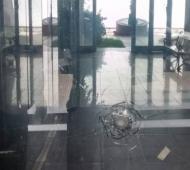 Balearon la sede del Partido Justicialista de La Plata