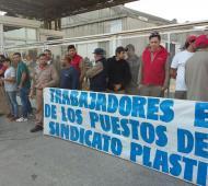 Trabajadores protestan en la fábrica. Foto: La Noticia 1