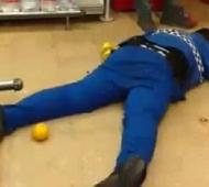 El oficial de 27 años murió en un supermercado.