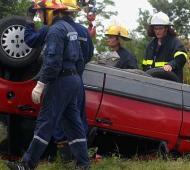El Fiat Duna rojo de los Pomar, una vez quitado de los pastizales. Foto: El Litoral.