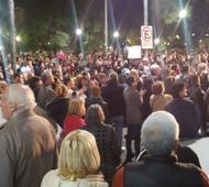 Cientos de vecinos marcharon en Villa Ballester.