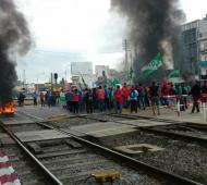 La protesta ocurre en Haedo. Foto: Federico Rubi