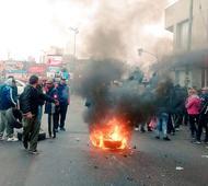 Vecinos y familiares de las víctimas protestaron en Lanús.