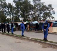 Ordenaron desalojar a unas 60 familias que ocupan una vereda en Quilmes Oeste (Fotos Twitter)