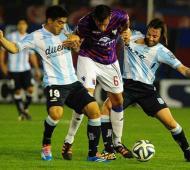 Racing y Tigre se enfrentan en San Juan.
