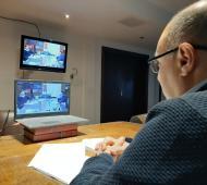Esteban Reino en una teleconferencia con Kicillof