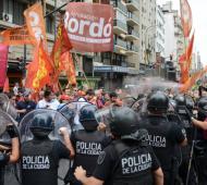 La Policía reprimió la protesta. Foto: Prensa Obrera