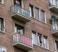 Desde los balcones, terrazas o ventanas convocan a manifestarse