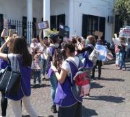 Un nutrido grupo de vecinos se expresó en las calles del municipio