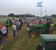 Unos 40 tractores al costado de la ruta (ABC Rural)