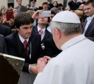 Este año publicó una foto suya junto al Papa Francisco.