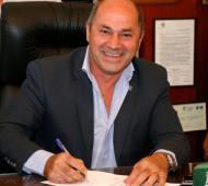 Secco aumentó un 30% el sueldo de los municipales.