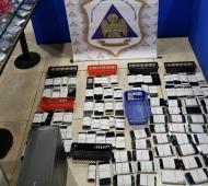 San Nicolás: Allanaron diez locales de telefonía y secuestraron más de 1.300 celulares (El Norte)