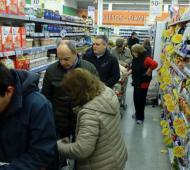 Pidieron a Petrecca que anticipe 3000 pesos a municipales para aprovechar el supermiercoles de descuentos en supermercados. Foto: Prensa