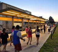 Cientos de vecinos corrieron los 5K por el Metrobús de Morón