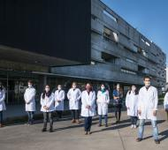Un grupo de científicos de la Unsam liderado por Juliana Cassataro, que cuenta con investigadores provenientes de diferentes especialidades como virología, inmunología, enfermedades infecciosas, estructura de proteínas, entre otras, va en búsqueda de una vacuna.