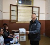 Diego Valenzuela votó temprano en la escuela Santa Teresita de Santos Lugares