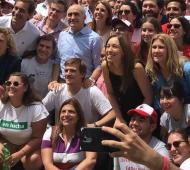 Vidal junto a los jóvenes del radicalismo en La Plata.