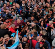 Vidal, entre la gente en la manifestación en Morón. Foto: Infobae.